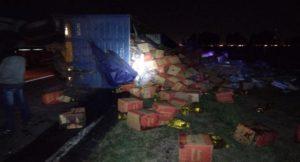 Nelson: un acoplado se desengancha y tumba toda la carga sobre ruta 11